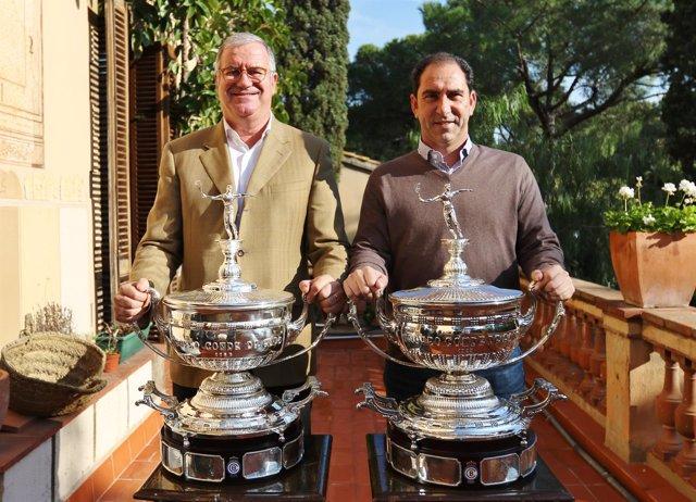 Albert Agusti y Albert Costa con el trofeo del Conde de Godó