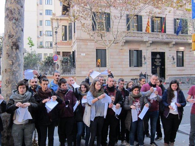 Membres d'Arran trenquen la petiticón de presó per l'acte en el PP català