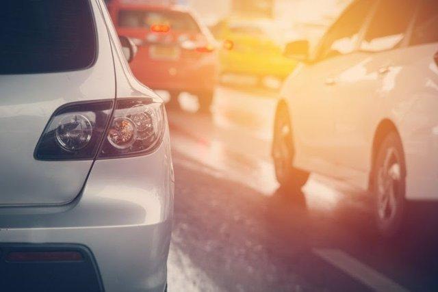 Imagen recurso de coches en carretera