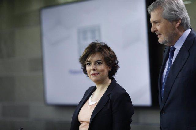 Rueda de prensa de Santamaría y Méndez de Vigo tras el Consejo de Ministros