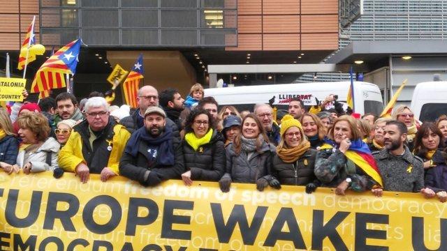 Cabecera de la manifestación independentista en Bruselas
