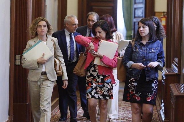Margarita Robles y la dirección del Grupo Socialista