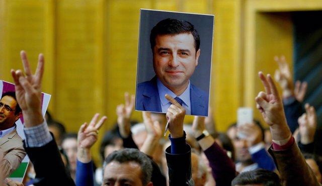 Arranca el juicio por terrorismo contra el líder del principal partido prokurdo