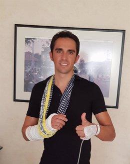 Alberto Contador, operado con éxito de la muñeca derecha