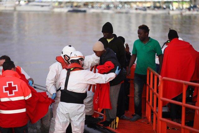 Fotos Málaga: Llegada Al Puerto De 55 Inmigrantes 1