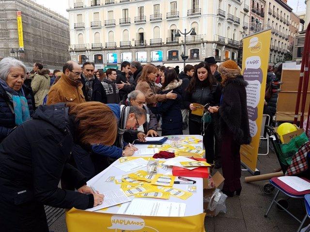 Hablamos Español recoge firmas para blindar el español en Puerta del Sol