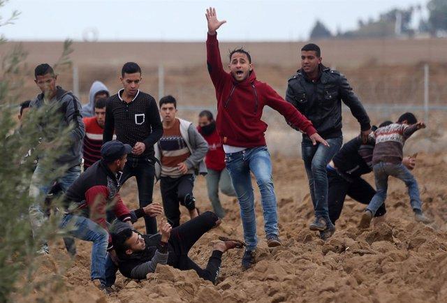 Enfrentamiento entre soldados israelíes y palestinos en Cisjordania y Gaza