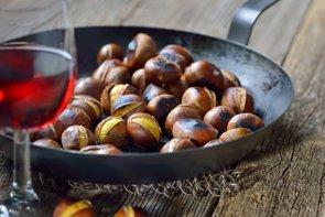 6 razones para comer castañas, un fruto seco similar al cereal (GETTY)