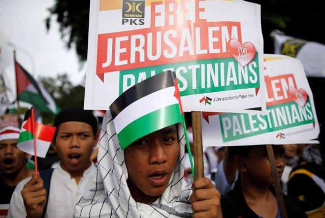 Manifestantes en Yakarta contra la decisión de Trump sobre Jerusalén