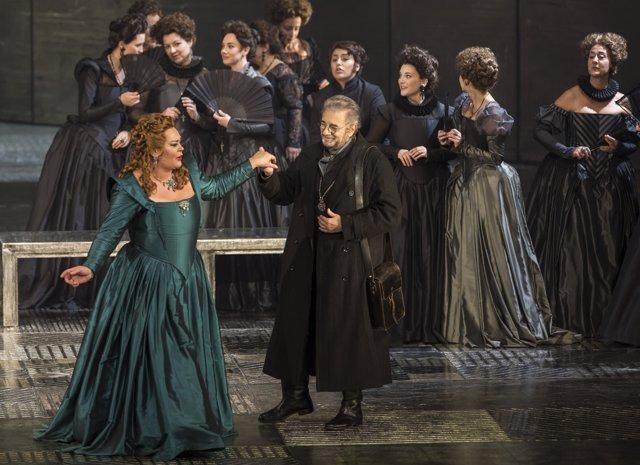 La ópera subió a escena un juego de luces impactante para recrear el monasterio