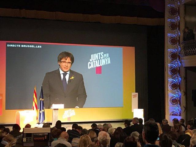 Carles Puigdemont en un acto de campaña de JuntsxCat