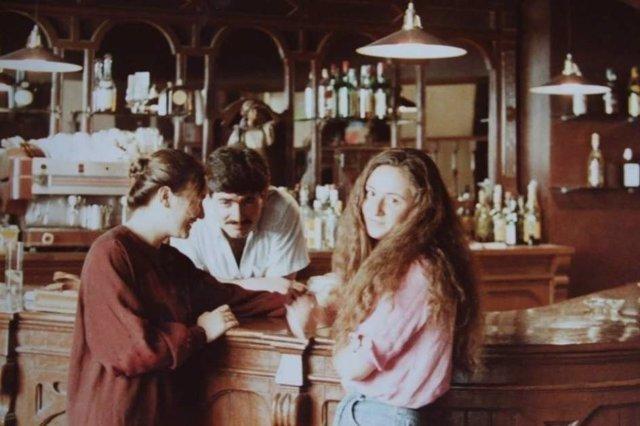 Un jovencísimo Diego Arques, tras la barra del Café Zalacaín