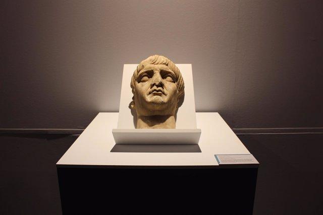 La cabeza retrato del emperador Trajano encontrada en el yacimiento de Regina
