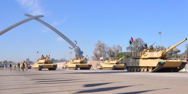 Desfile militar en la Zona Verde de Bagdad