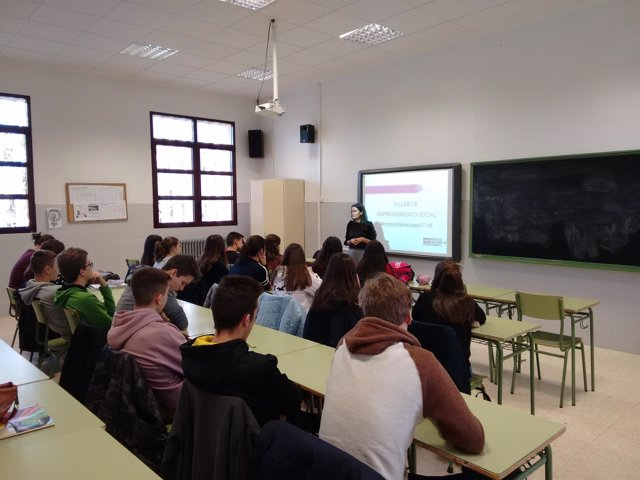 Taller sobre emprendimiento social en el IES Santa Emerenciana de Teruel.