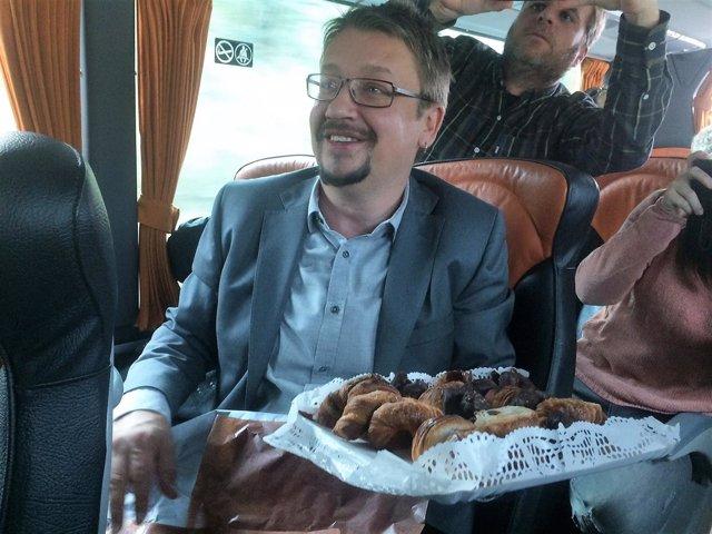 Xavier Domènech en el autobús de campaña