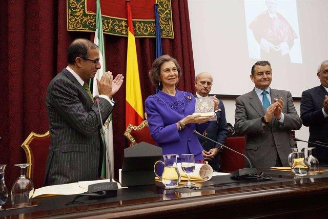 La Reina Sofía recoge el I Premio Juan Antonio Carrillo Salcedo