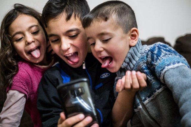Niños jugando / Internet / Recurso