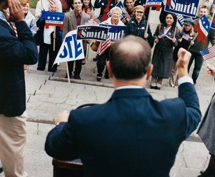 ¿Cómo afecta la voz al éxito de un político?