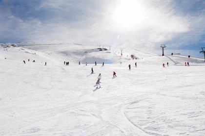 """Experta recomienda """"tratar el pie adecuadamente"""" para """"evitar problemas"""" en la temporada de esquí"""