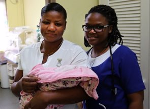 Seis países caribeños logran eliminar la transmisión madre-hijo de VIH y sífilis (OMS)