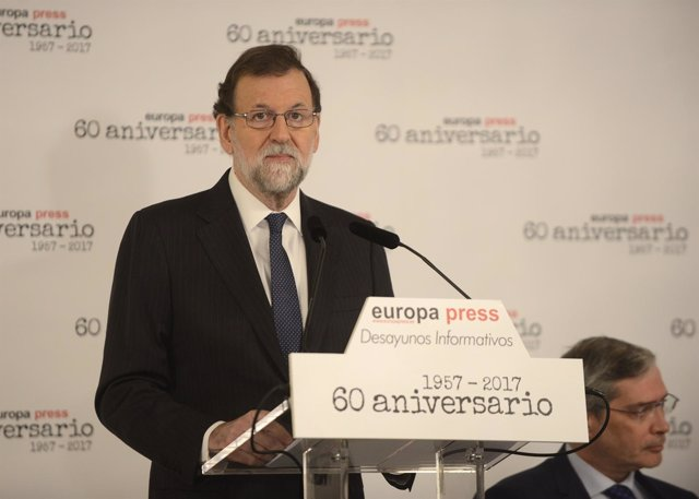 Fwd: Selección De Imágenes Desayuno Informativo Con Mariano Rajoy, Presidente De