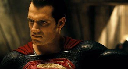 Snyder rodó escenas con el traje negro de Superman para Liga de la Justicia que eliminó Joss Whedon
