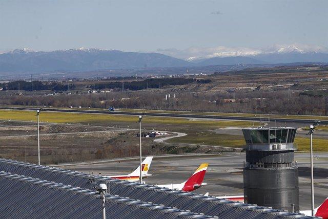 Aeropuerto de Barajas, avión, aviones, hub de Iberia (aviones apostados)  vistas
