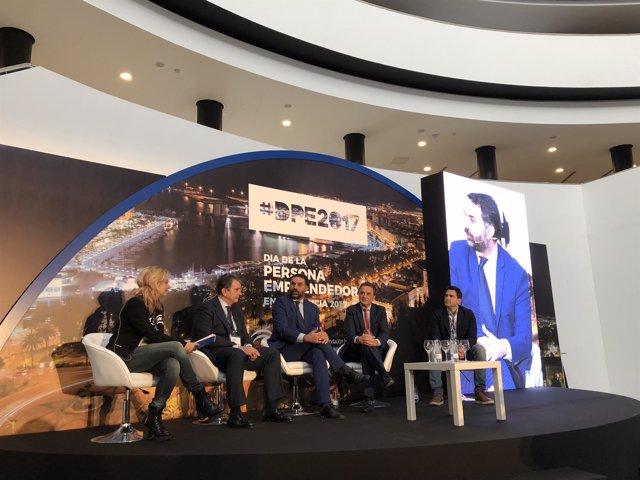 Mesa redonda 'Turismo: emprendimiento en sectores estratégicos'.