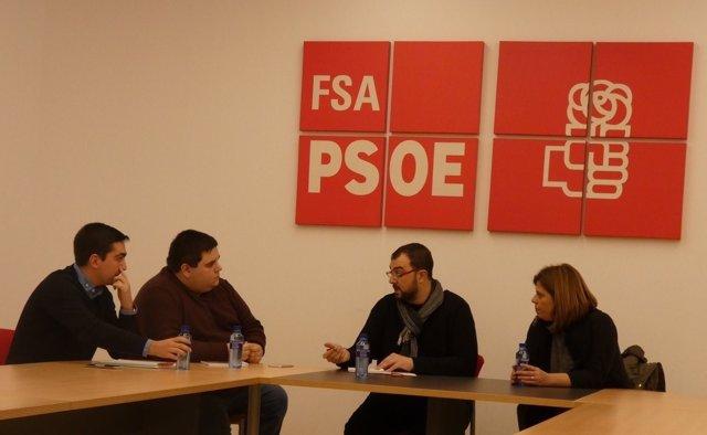 Reunión de Adrián Barbón con Víctor Rodríguez Caldevilla, Juventudes Socialistas