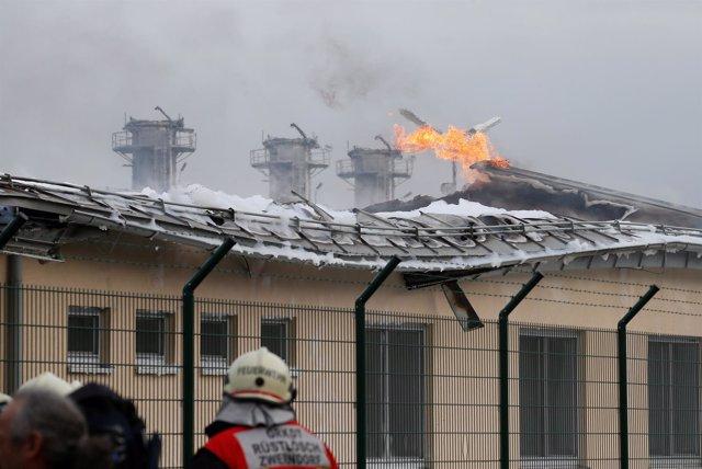 El incendio provocado por la explosión en la planta de gas de Baungmarten