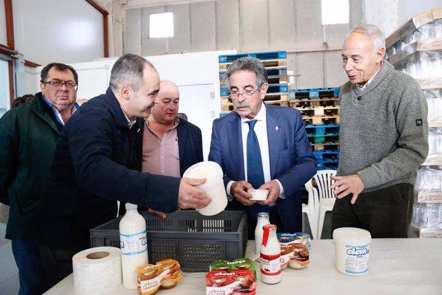 Revilla inaugura las nuevas instalaciones de la láctea CLEM en Vargas