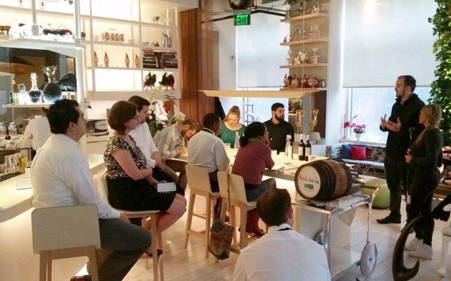 Fotos Y Nota De Prensa: Extenda Promociona Los Vinos De Cádiz En La Semana De An