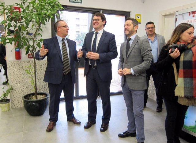 Visita del alcalde a las instalaciones del Colegio Delibes en Salamanca