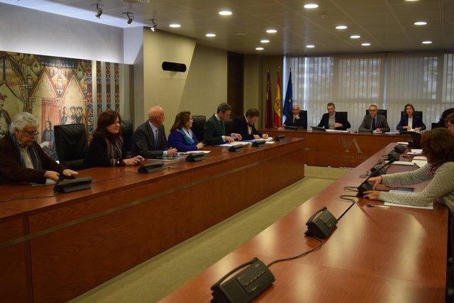 Comisión Economía debate enmiendas parciales