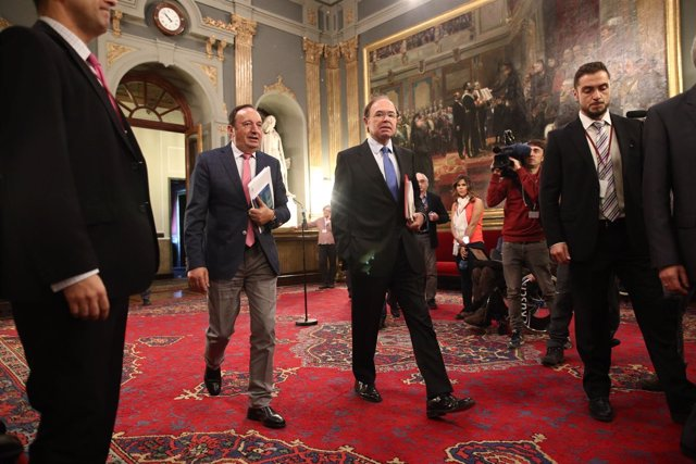 Pío García-Escudero y Pedro Sanz en el Senado