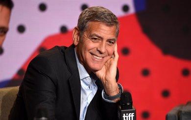 George Clooney agradece el apoyo en sus inicios con un impresionante regalo a sus amigos