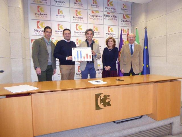 Lorite (centro) con otros diputados provinciales del PP