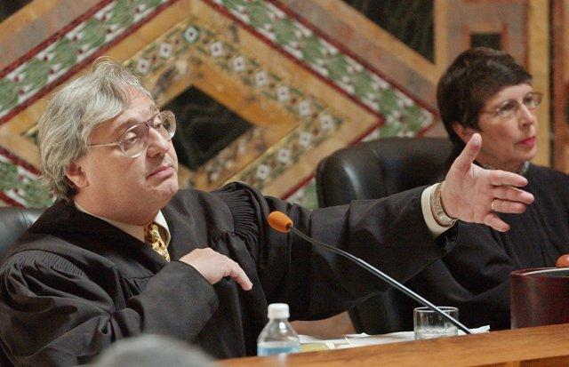El juez Alex Kozinski del Tribunal de Apelaciones del Noveno Circuito de EEUU.
