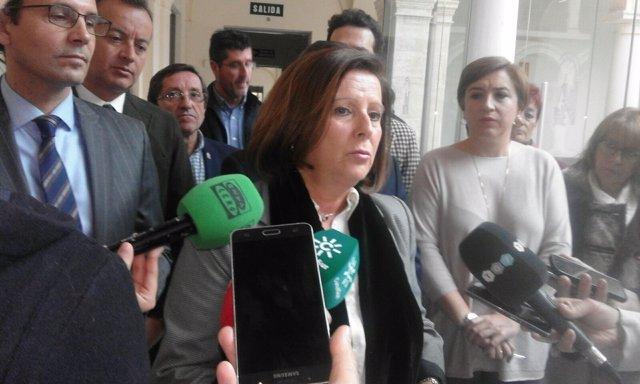 La consejera María José Sánchez, en presencia de la delegada Sandra García