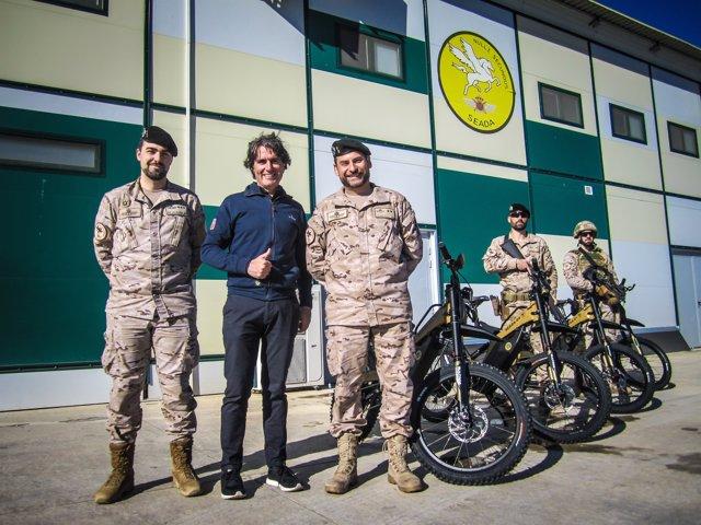 Entrega de las moto-bikes de Bultaco al Ejército