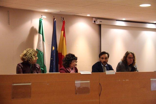 El delegado territorial de Agricultura en una reunión