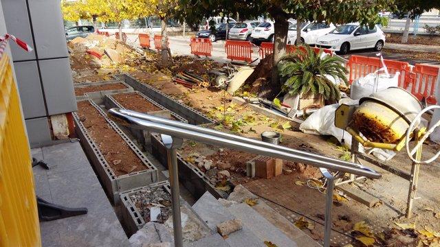Cort incorpora una rampa en la entrada del edificio de la regidoría de Infraestructuras y Accesibilidad