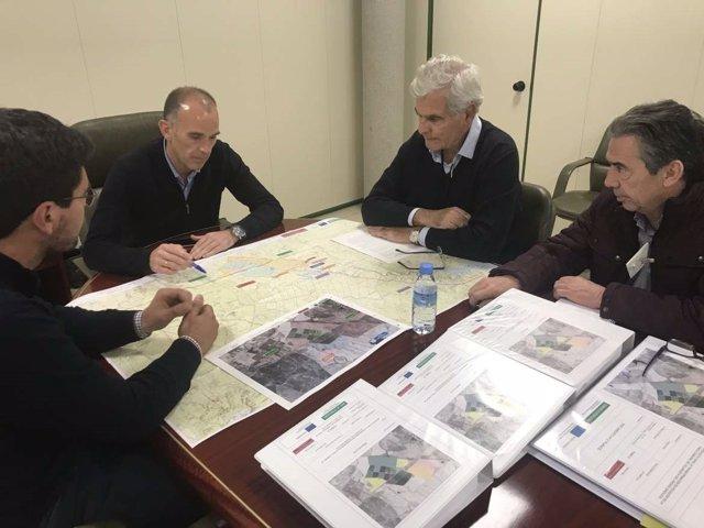 Reunión entre Junta y ayuntamiento para abordar el regadío