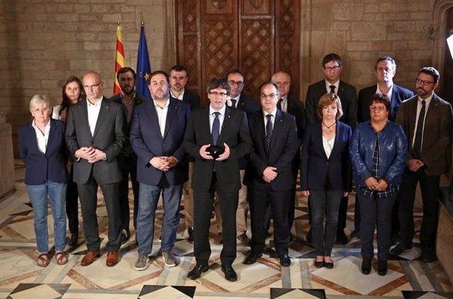 El Govern durante una intervención de Puigdemont