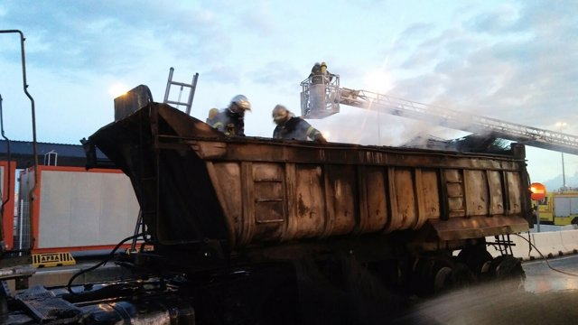 Incendio en un camión en Algeciras
