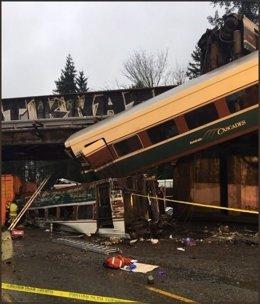 Tren descarrilado cerca de Seattle