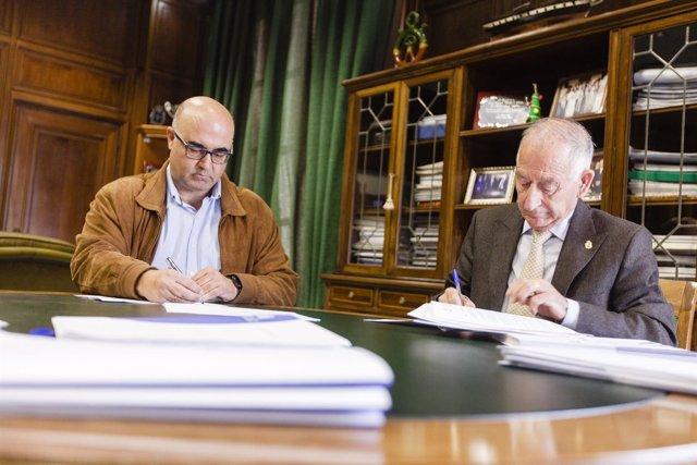 Gabriel Amat ha firmado el contrato de adjudicación de obras en Garrucha.