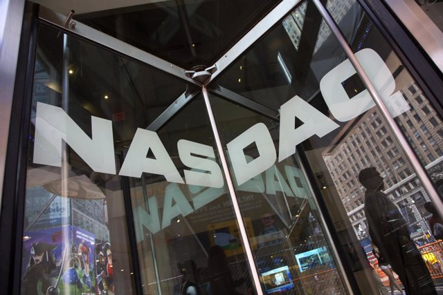 Imagen de archivo de un guardia de seguridad en el sitio del mercado Nasdaq