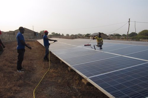 Paneles solares en Sakarou (Benín)